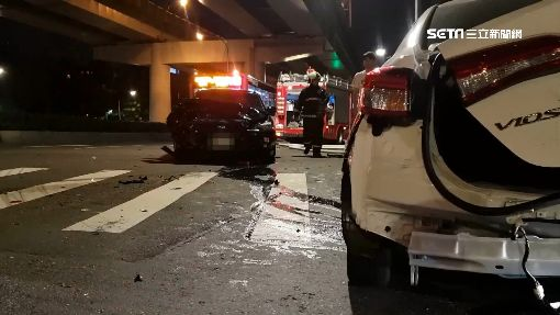 Uber違規左轉釀車禍 女乘客遭拋飛痛苦倒地