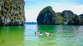 越南河內當吃貨,頂級遊船玩秘境中的秘境─蘭夏灣。(圖/業配)