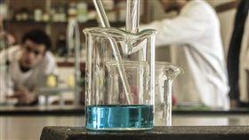 實驗室-FLICKR-iT@c-https://www.flickr.com/photos/tomascarvalho/10524182535/