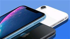 iPhone XR今(26)日登台開賣,五大電信決議不辦開賣會,打破iPhone在台開賣11年的慣例,由於台灣初期供貨少,對首日買氣不利,業者端出多項優惠盼拉長換機潮。(圖/翻攝自@Techjunkiejh推特)