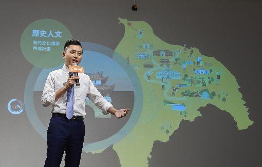 端牛肉拚連任 林智堅推5大城市願景(2)爭取連任的民進黨籍新竹市長林智堅26日發表核心、田園、智慧、友善及美學等5大城市願景,他表示,新竹市很幸運,有許多專家、學者共同參與點亮城市,讓全台灣看見城市的進步與改變,未來將透過5大城市願景擘畫,提升市民生活品質。中央社記者魯鋼駿攝 107年10月26日