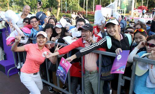 難得在台灣出賽,徐薇淩受到球迷們熱情支持。(圖/裙襬搖搖高爾夫基金會提供)