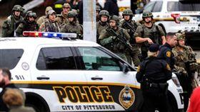 匹茲堡槍擊案至少11死6傷 槍手被捕送醫 圖/翻攝推特