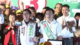 陳水扁再踩紅線!影片訴苦「自身難保」 走上台擁抱陳致中