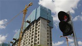 中國人均住宅1.1間 專家:房市還有很大空間中國房市因官方嚴控房價而遇冷,但中國住建部住房政策專家委員會副主任顧雲昌指出,現在中國住宅人均1.1間,最多是「階段性飽合」,房市還有很大的發展空間。(中新社提供)中央社 107年10月17日