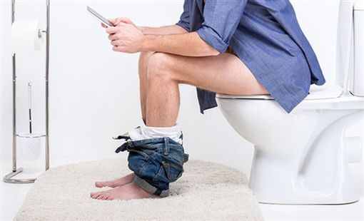 廁所,手機(圖/PIXABAY)