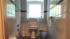 廁所,馬桶,階梯,爆廢公社 圖/翻攝自臉書爆廢公社