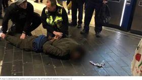 地鐵站討菸不成 男竟拿鐵槌亂砸路人頭部(圖/翻攝自Evening Standard)