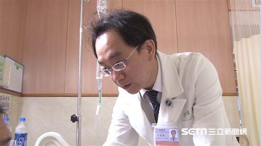 「26公分腫瘤」險撐破肚/台中慈濟醫院提供
