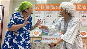 國際失智症月 行動劇詮釋患者生活社團法人台灣失智症協會「2017國際失智症月」宣導記者會12日在台北舉行,會中並以行動劇呈現失智症患者與看護工的常見狀況,笑淚交織,也呼籲大眾學習如何與失智者友善相處。中央社記者王飛華攝 106年9月12日