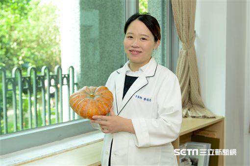 台北慈濟醫院營養師蔡宛芮提醒,糖尿病、腎臟病患者在食用南瓜時別吃過量,以免造成身體負擔。(圖/台北慈濟醫院提供)