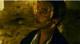 張國榮當年拍攝王家衛的《東邪西毒》。(圖/翻攝自微博)