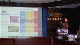 齊柏林墜機事故  飛安會公布最終調查報告(1)看見台灣導演齊柏林墜機事故一年多,飛航安全調查委員會31日舉行記者會,公布凌天航空飛航事故最終調查報告。中央社記者張皓安攝  107年10月31日