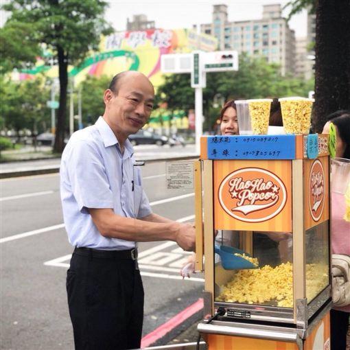 不是用礦泉水競選?韓國瑜看板超大 網酸:假賣菜郎真貴族圖/翻攝自韓國瑜臉書