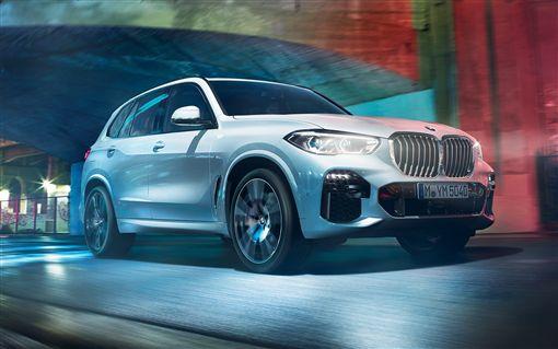 全新世代BMW X5獨家前後軸自動水平氣壓式懸吊科技結。(圖/BMW提供)