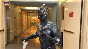 ▲主辦單位特別扮裝漫威英雄「黑豹」。(圖/翻攝自Jin-Chung Shih臉書)