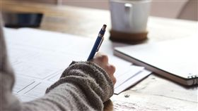 罰寫,工作,寫作業,寫功課,認真,寫字(圖/pixabay