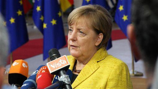 德國鐵娘子時代將落幕 歐盟權力重組開端德國總理梅克爾宣布將交出黨魁,2021年不連任總理,結束長年主政德國,將牽動歐盟政治權力重組,圖為她107年2月出席歐盟峰會相片。(資料照片)中央社記者唐佩君布魯塞爾攝 107年10月31日