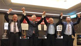 三圓建設董事長王永祥,以及欣同、新大同等投顧公司代表招開記者會(楊忠翰攝)