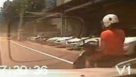 駕駛擦撞女騎士 遭求償25萬元/爆廢公社