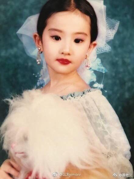 劉亦菲/童年。(翻攝微博)