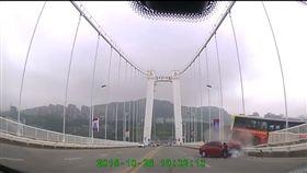 中國大陸,重慶,公車,墜江(圖/翻攝自YouTube)