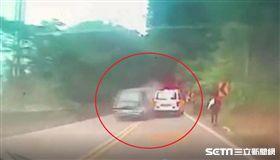 男酒駕跨越雙黃線撞聖火隊/翻攝畫面