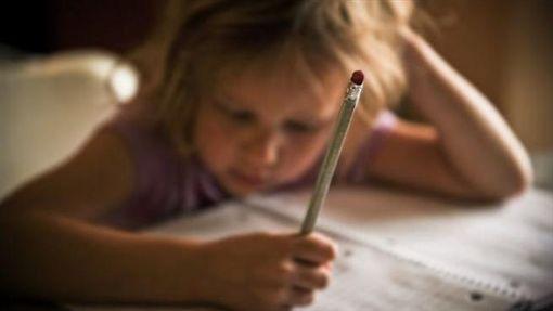 小孩,寫作業,功課(圖/pixabay)