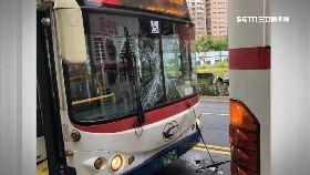 公車搶客撞1800