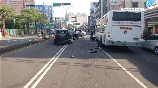 豐原公車酒駕載客 遇紅燈連撞三輛車