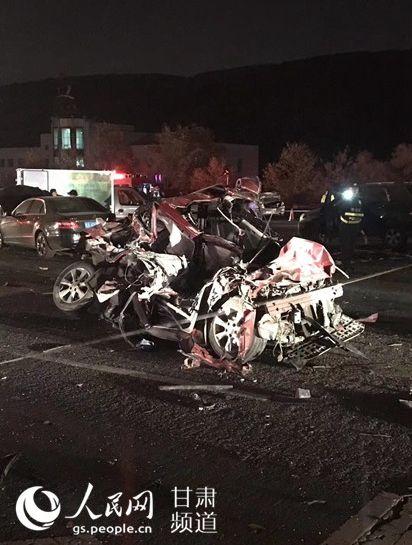 蘭州「大卡車失控暴衝」連撞31車 釀14死34傷 圖/翻攝自人民網