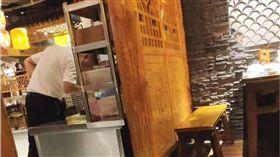 服務生「偷吃」完才上桌?餐廳喊冤:總監試菜 圖/翻攝自廣西新聞網