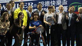 莊佳容(灰衣)成人妻後首度為輪椅網球公開賽站台。(圖/輪轉活動整合行銷提供)