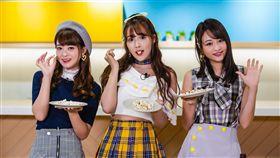 松田美子(左起)、三上悠亞、櫻萌子三人團體蜂蜜爆米花再度來台。(圖/KKBOX)