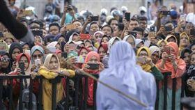 親密,穆斯林,伊斯蘭,印尼,法規,鞭刑,性行為 圖/翻攝自推特 https://goo.gl/jb9QQH