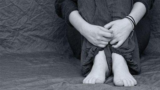 霸凌,哭,絕望,性侵(示意圖/翻攝自Pixabay)