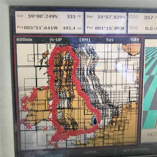 英國男子埃德利(Ross Edgley)「環游」大不列顛島 創4世界紀錄。(圖/取自Ross Edgley臉書)