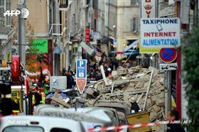 法國馬賽兩建築物突倒塌,10人恐遭活埋(圖/翻攝自推特)