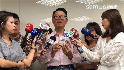 徐立信律師出面踢爆「刷卡換現金」集團的惡行(楊忠翰攝)