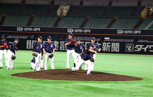 ▲台灣犬中華隊投手群在福岡巨蛋練球。(圖/中華職棒提供)