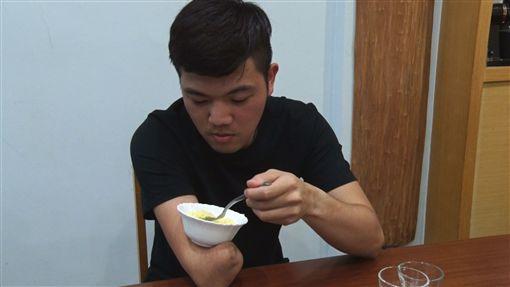范弘昊,獨臂神射手,籃球(記者徐翊中攝影)