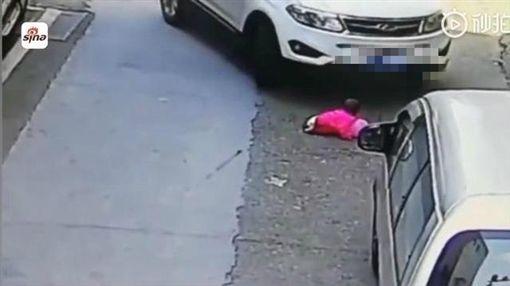 大陸,女童,車禍(圖/翻攝自梨視頻)