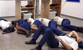 6機師、空姐一起睡覺 因一張流出照全被公司開除 圖/翻攝自Twitter