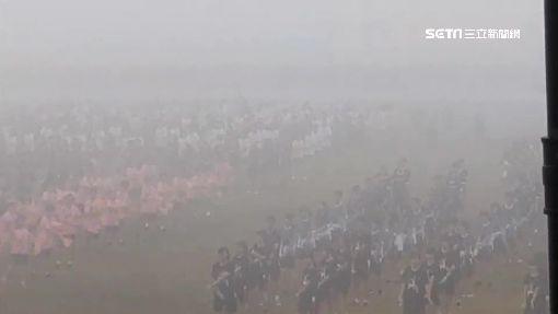 霧霾拉警報!中學生跳早操 灰矇矇遮住學校