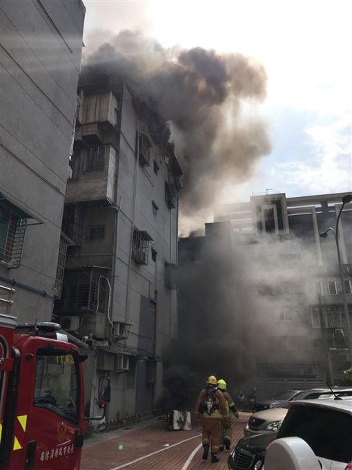 火警,公寓,毛小孩,台北,翻攝畫面