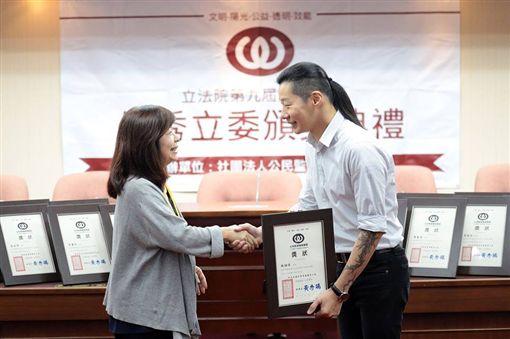 林昶佐10月才剛獲得公督盟評選本屆的「優秀立委」。(圖/翻攝自林昶佐 Freddy Lim臉書)