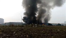 新北,泰山,火警,工廠,全面燃燒(圖/翻攝畫面)
