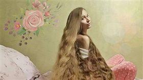 ▲古巴諾娃留了15年長頭髮。(圖/翻攝自Dashik Gubanova IG)