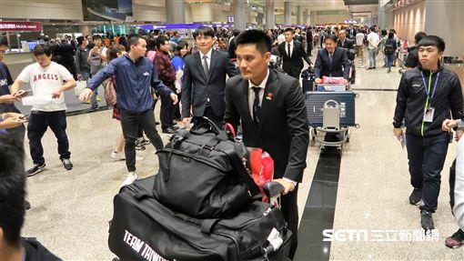 中職聯隊返回台灣。(圖/記者王怡翔攝影)