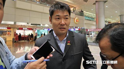中職聯隊返回台灣總教練黃甘霖受訪。(圖/記者王怡翔攝影)